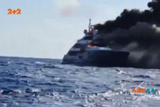 Неподалеку от Сардинии сгорела роскошная яхта