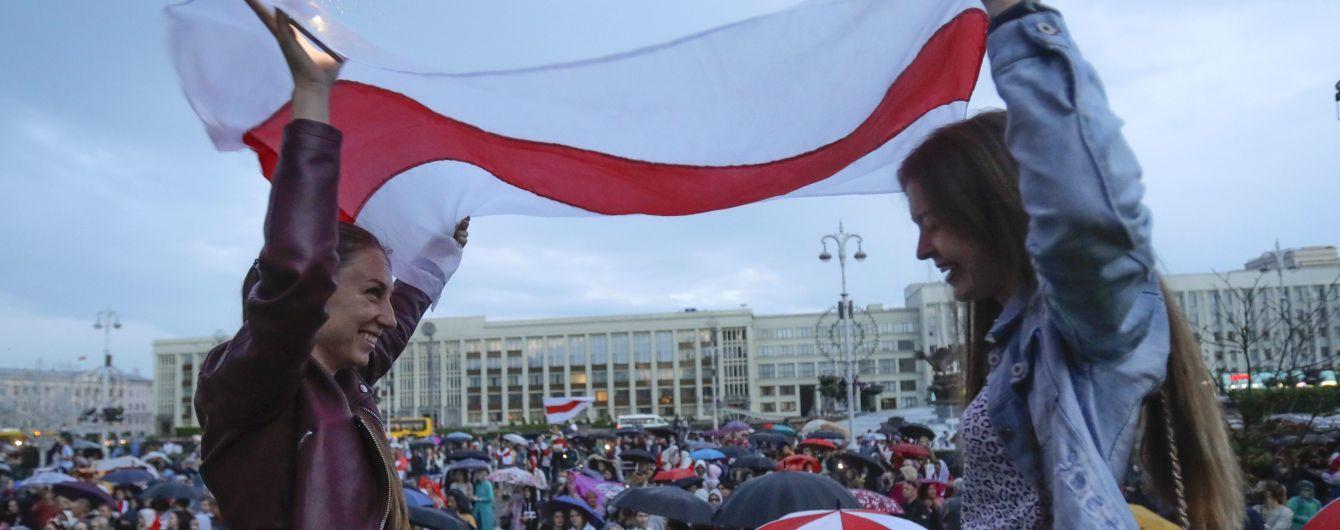 """""""Покажемо світу, що ми обрали Тихановську"""": білоруси у день народження Лукашенка вийдуть проти нього на марш"""