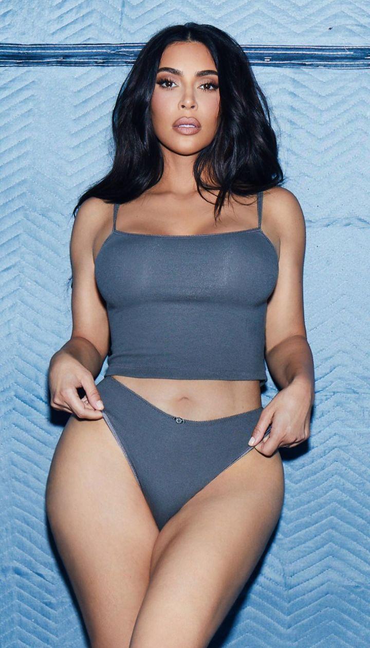 Ким Кардашьян в рекламе SKIMS