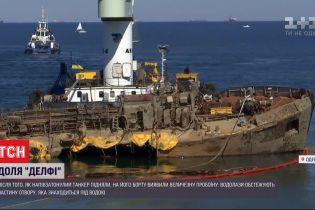 """Продырявленный """"Делфи"""": соленая морская вода и трение о волнолом разрушили обшивку танкера"""