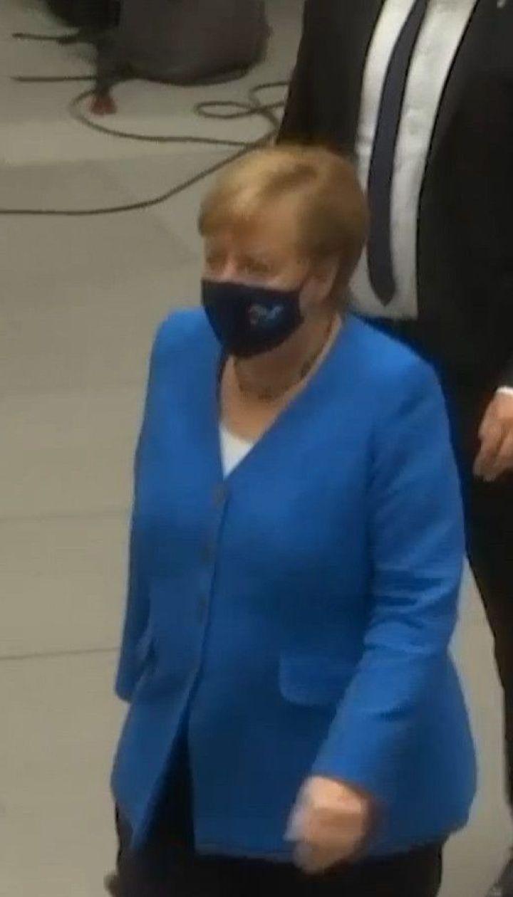 Меркель закликала Путіна поважати суверенітет Білорусі та не вводити туди російські війська