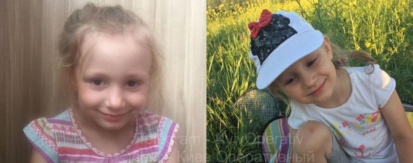 """""""Рассматривала игрушки"""": в Борисполе парень похитил на АЗС четырехлетнюю девочку"""