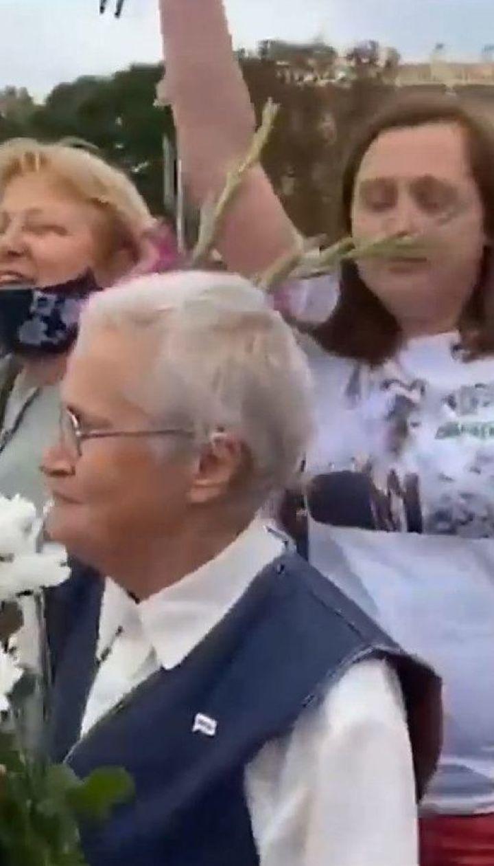 В Минске 10 тысяч женщин присоединились к маршу солидарности