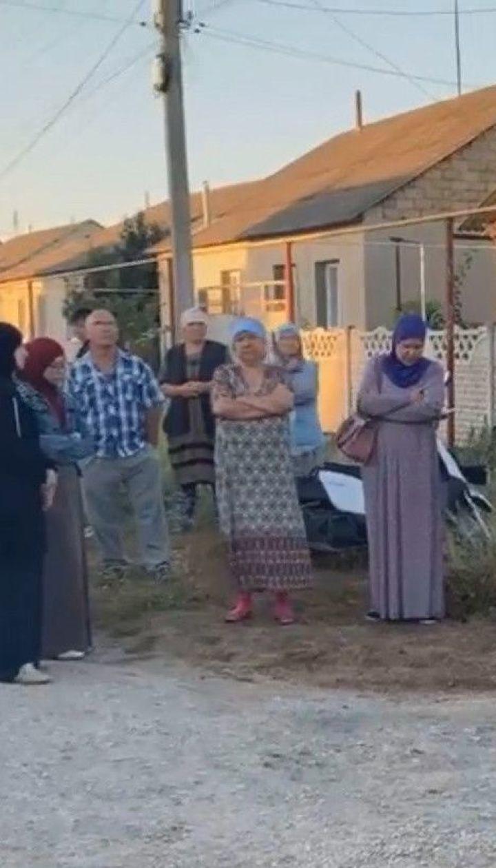 Аресты крымских татар: четырех активистов уже несколько часов держат в здании ФСБ в Симферополе