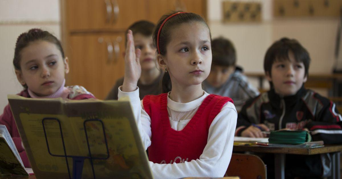 Чернівці вирішили не відправляти школярів на канікули з 15 жовтня