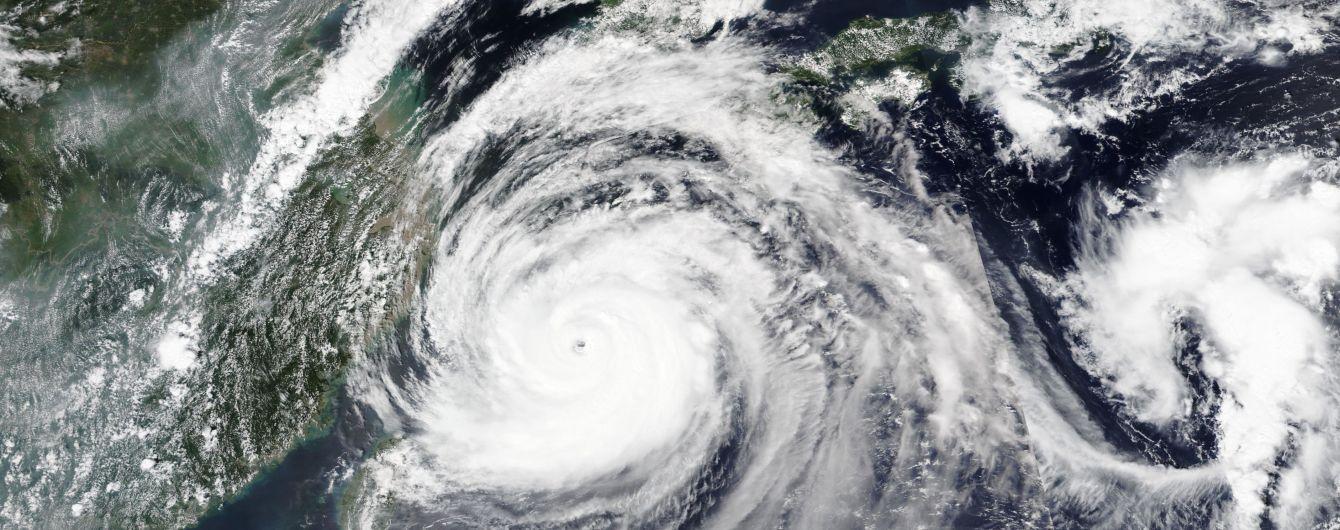 Вітер 160 км/годину та величезні хвилі: Японією пронісся тайфун