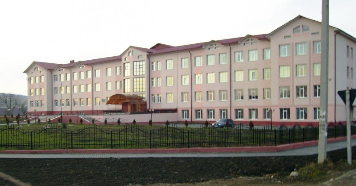 На Буковине обнаружили вспышку коронавируса в школе: заболели 13 учителей
