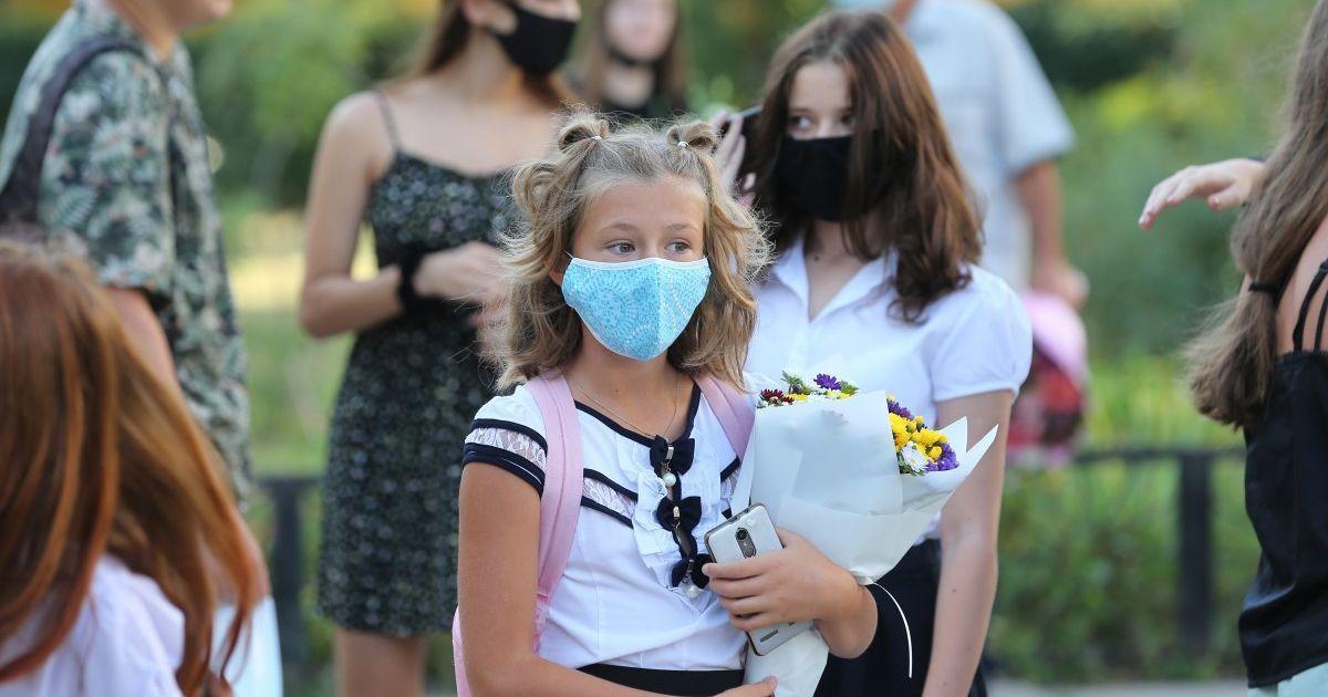 В українських школярів восени можуть бути позапланові канікули: у МОЗ розповіли деталі