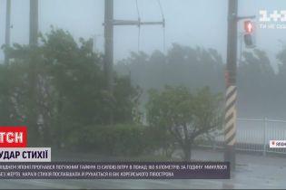10-метровые волны и сильный ветер: югом Японии прогнался мощный тайфун