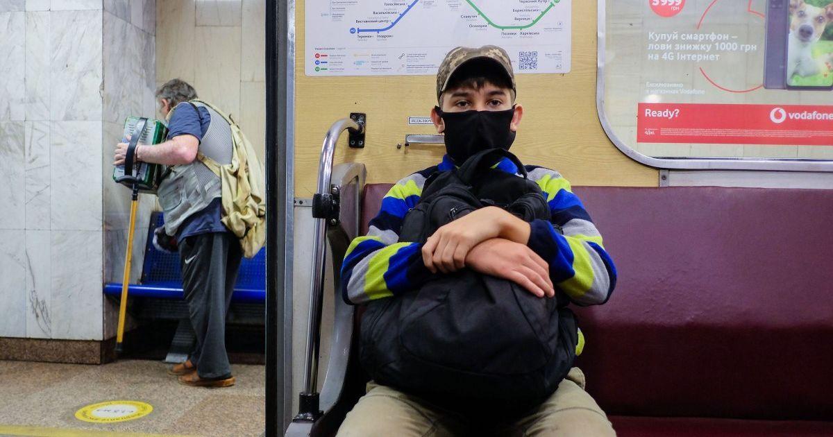 Коронавирус безостановочно распространяется по Украине: в каких регионах ситуация 24 сентября самая плохая