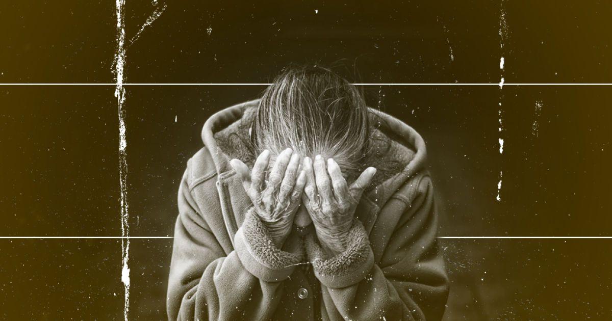 """""""Напівживу бабусю з коронавірусом два тижні ганяли по кабінетах"""": жінка розповіла про поневіряння у лікарні Житомира"""