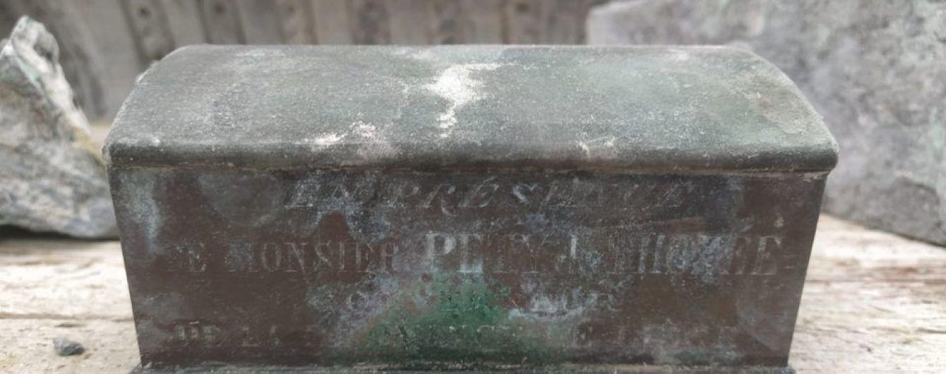 У фонтані бельгійського міста знайшли серце колишнього мера у скрині