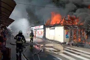 В Коцюбинском горит рынок
