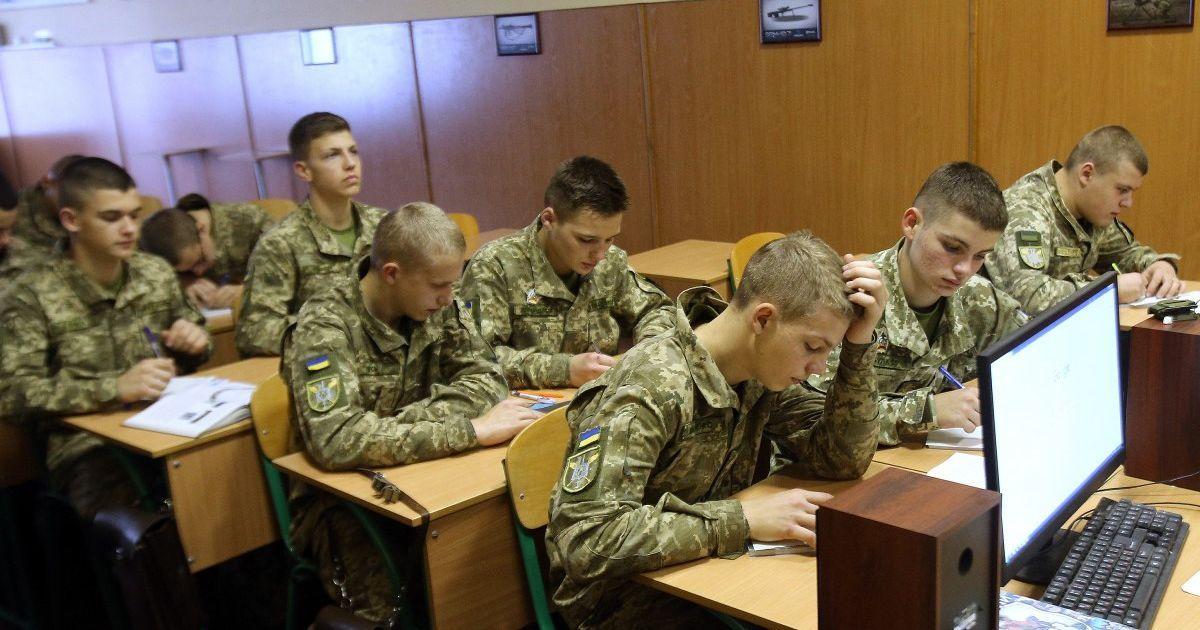 Відраховані українські курсанти повертатимуть державі гроші за навчання