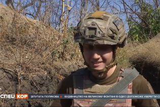 Под Мариуполем уже третий год подряд служит в армии 23-летняя командирка