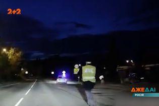 В российском городе Реж полицейские остановили нарушителя, но забыли поставить служебный автомобиль на ручник