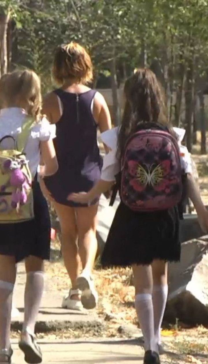 Сдаются перед коронавирусом: по всей Украине школы идут на карантин из-за выявленных случаев COVID-19