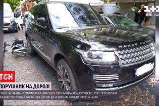 У Львові водій двічі порушив ПДР на очах у велопатруля, а потім ще й наїхав на копа