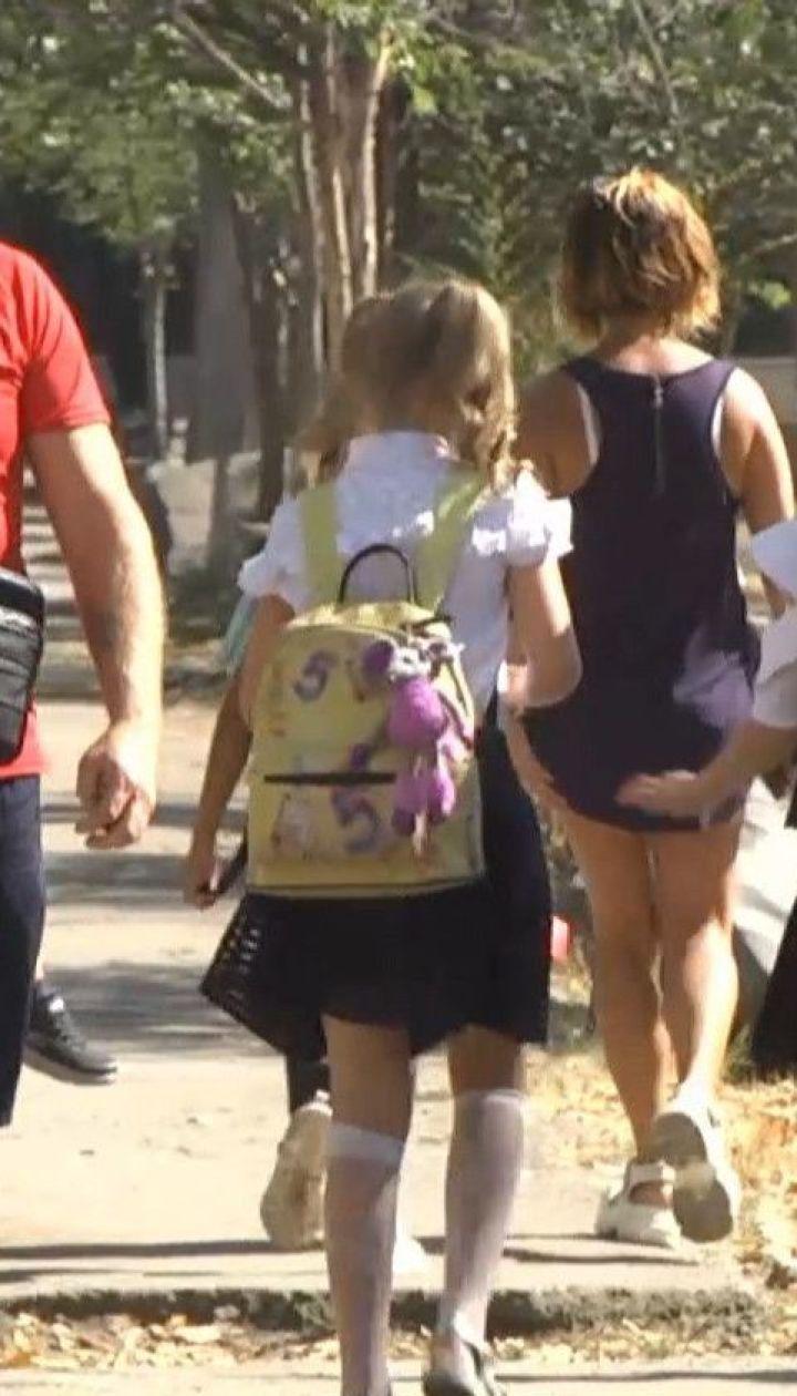 Здаються перед коронавірусом: у всій Україні школи йдуть на карантин через виявлені випадки COVID-19