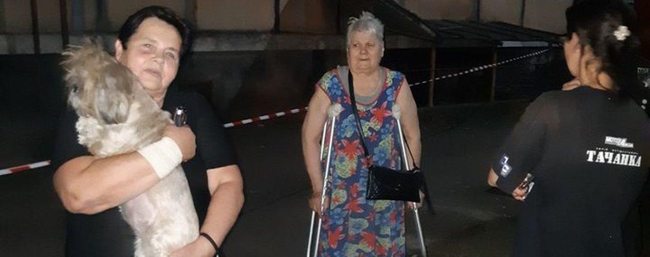 Послышался хруст и посыпалась штукатурка: в Кривом Роге эвакуировали людей из многоквартирного дома