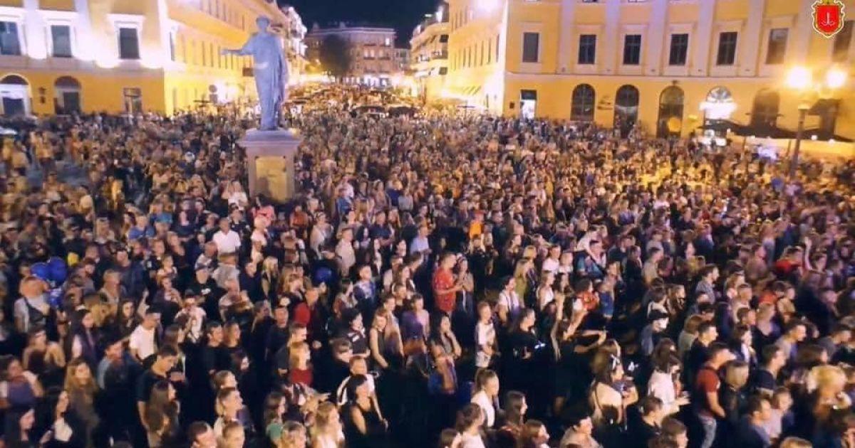 """""""Яблуку ніде впасти"""": з'явилися фото та відео масштабного святкування дня міста в Одесі"""