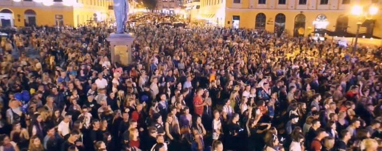 """""""Яблоку негде упасть"""": появились фото и видео масштабного празднования дня города в Одессе"""
