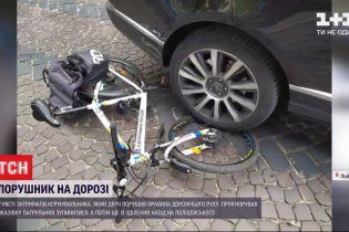 Водій позашляховика у Львові заднім колесом збив патрульного і його велосипед