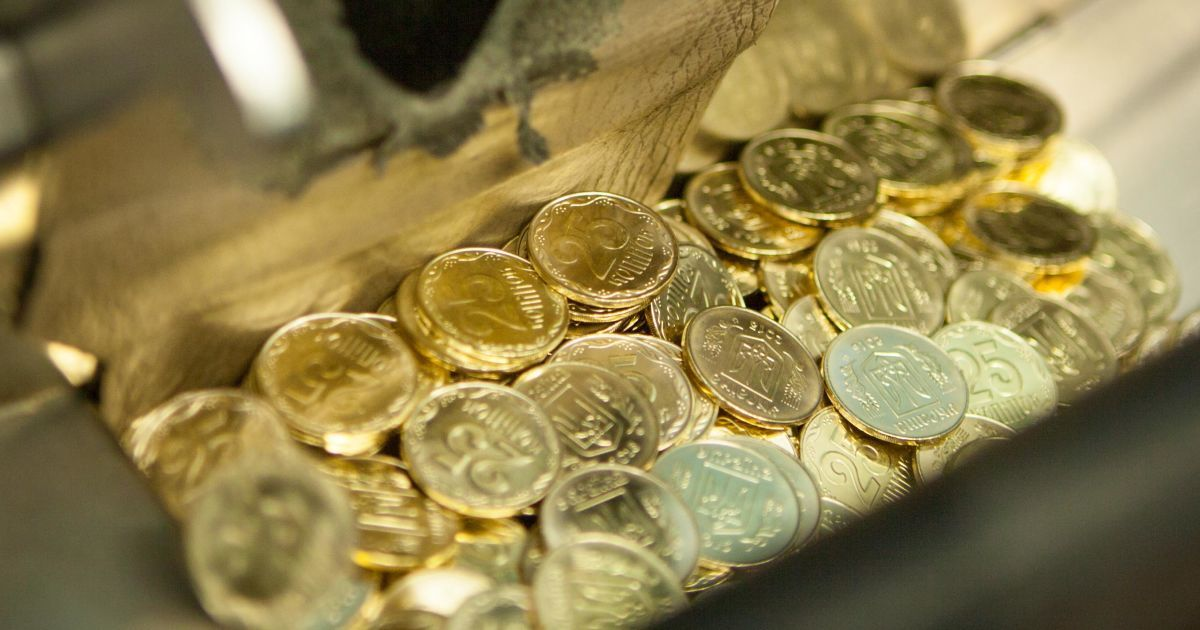 Старі гривні та 25 копійок відходять у минуле: усе про еволюцію українських грошей у картинках