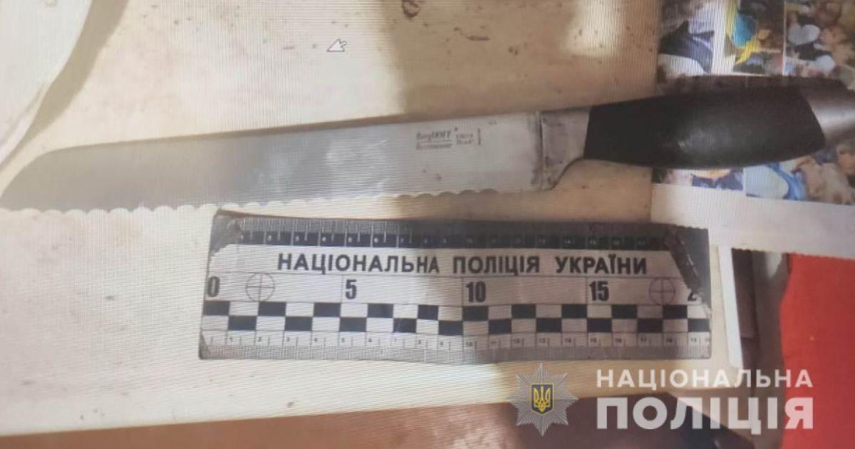 Не стерпів регулярні пияцтва і образи: у Чорноморську пасинок вдарив ножем вітчима