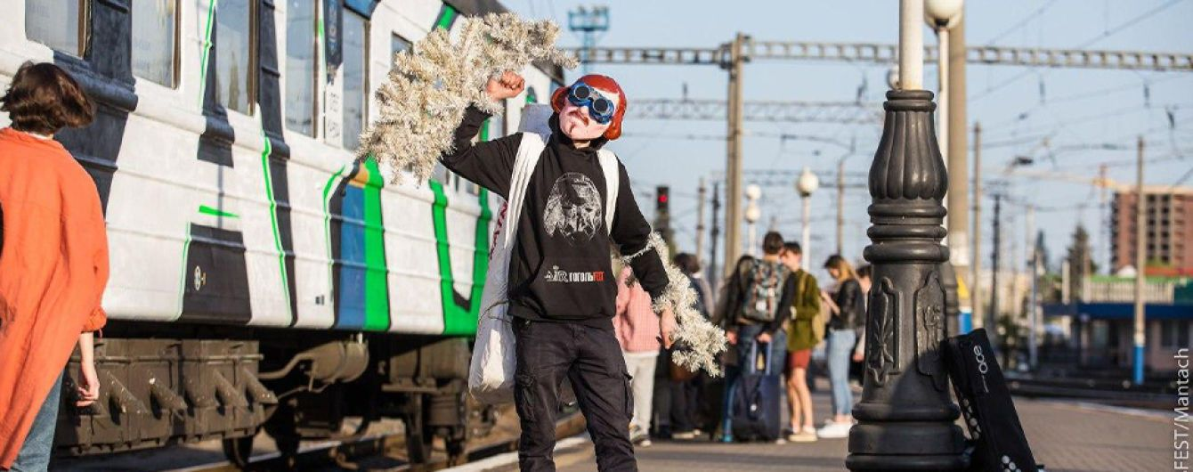 """Вход в масках: в Херсоне стартовал форум современного искусства """"ГогольFest"""""""
