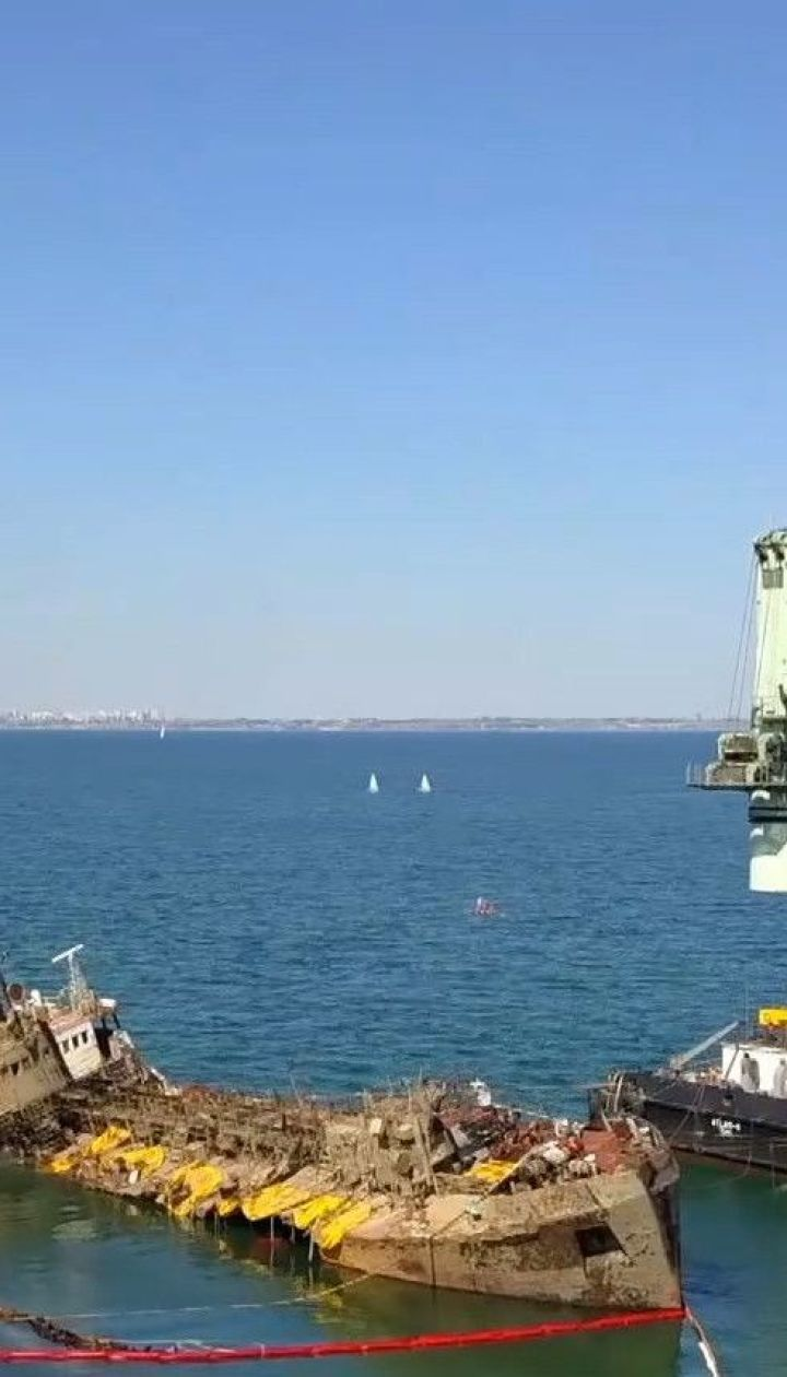 """""""Делфі"""": на танкері стався новий витік пального"""