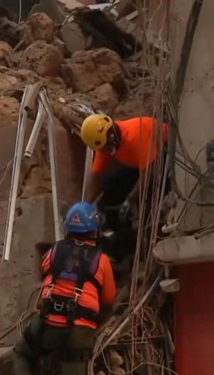У Бейруті під завалами будинку пошуковий собака вловив ознаки життя