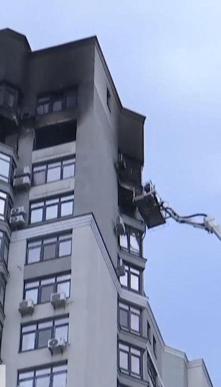 Чоловік, який вистрибнув на кондиціонер із палаючої квартири на 24-му поверсі, в реанімації