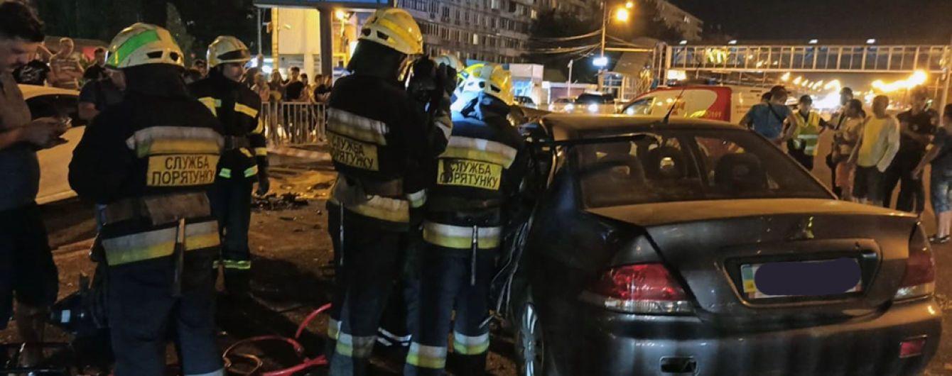 Масштабна ДТП у Дніпрі: внаслідок зіткнення чотирьох легковиків один водій загинув, ще двоє у лікарні