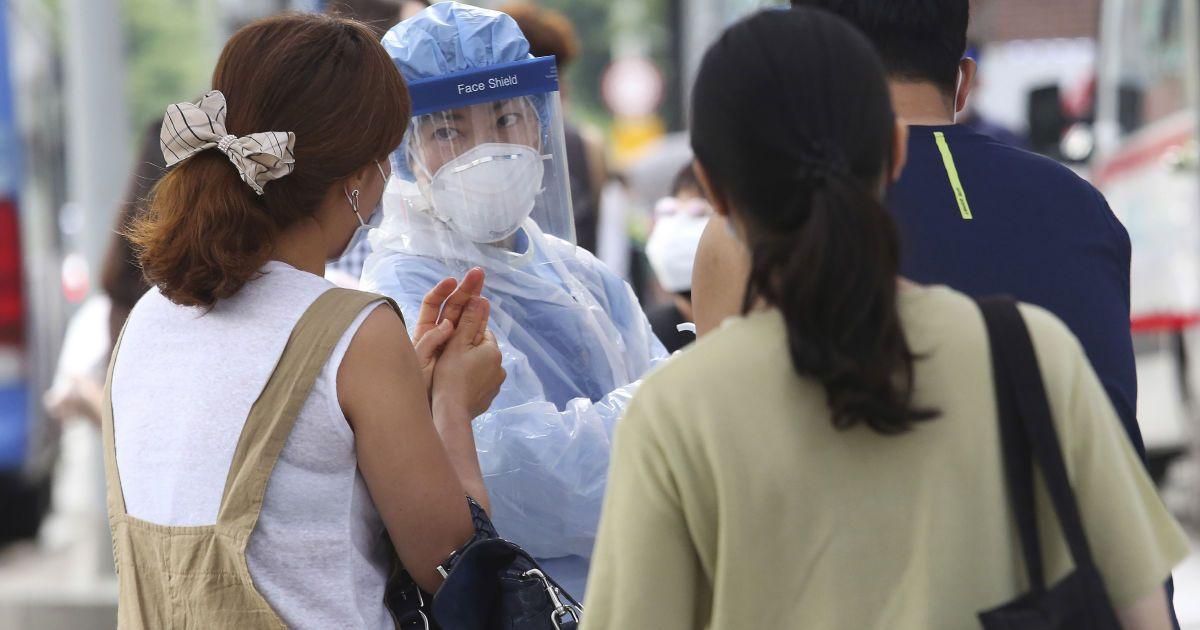 """""""Дорослі не хворітимуть"""": вірусологиня спрогнозувала, коли і як закінчиться пандемія коронавірусу"""