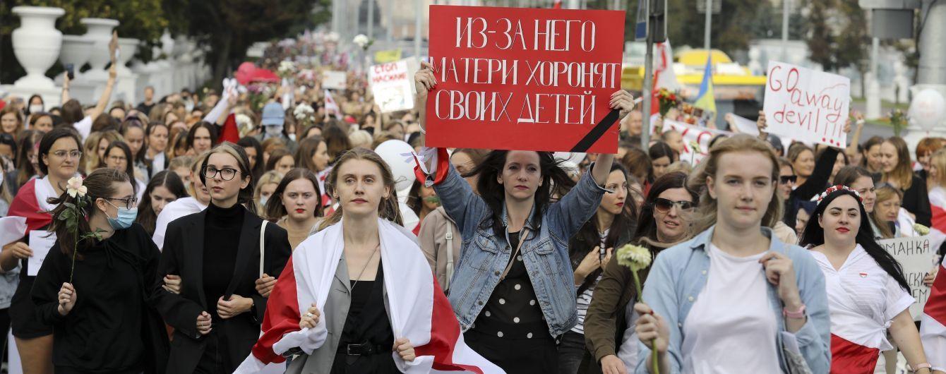 Україна повернула свого посла до Мінська, а ЄС вимагає від влади звільнити політв'язнів