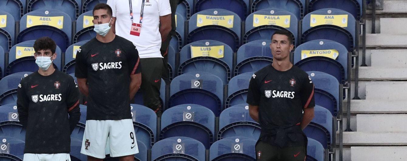 """Порушив медичний протокол і впустив банан: Роналду насмішив """"фейлами"""" на матчі Ліги націй"""