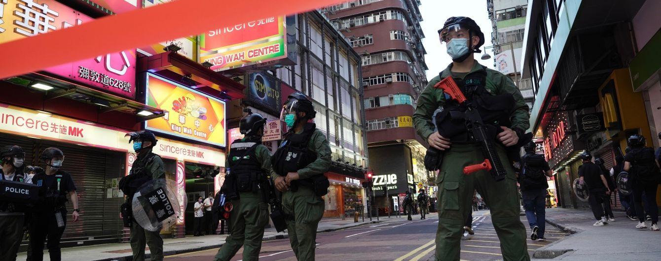 У Гонконгу люди протестують проти перенесення виборів: Мережу збурило відео затримання 12-річної дівчинки