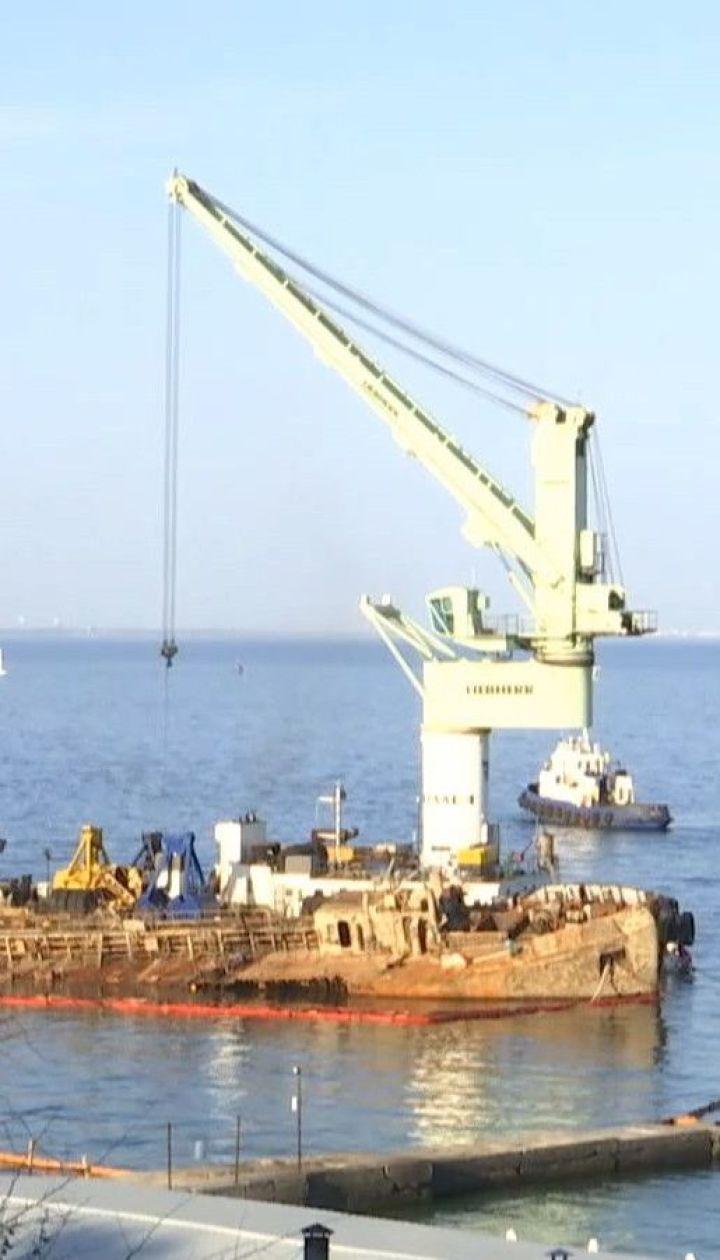 """Печально известный """"Делфи"""": подготовительные работы завершились, танкер готов к подъему"""