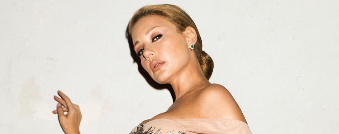 """У пишній сукні з оголеними плечима: Тіна Кароль у розкішному аутфіті з'явилася на шоу """"Танці з зірками"""""""