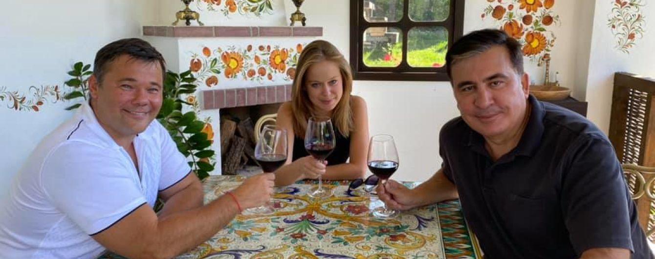 Саакашвили прокомментировал фото, где по-дружески распивает вино с Андреем Богданом