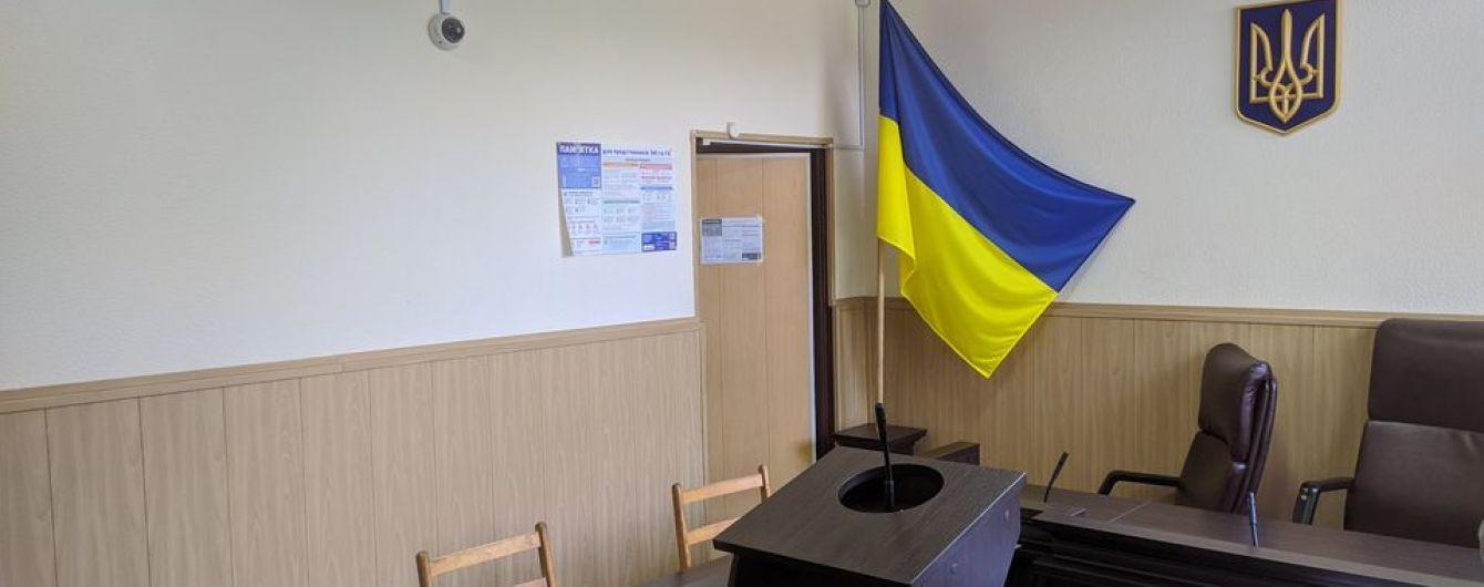 Під час засідання суду у Запорізькій області чоловік вдарив себе ножем