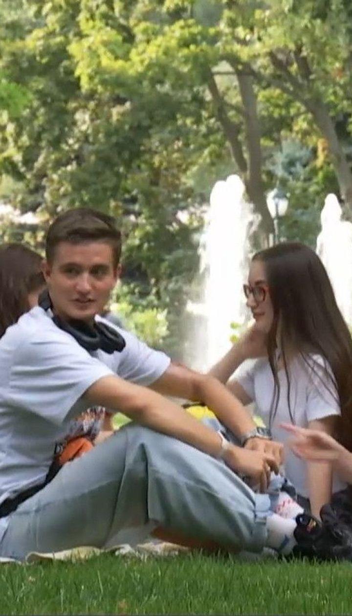 Протест на траве: харьковские студенты устроили пикет в центре города