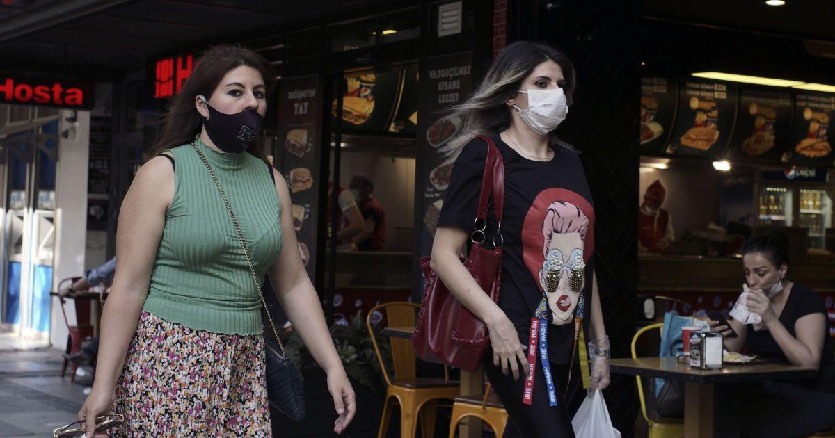 У масці на пляж і пікнік: Туреччина посилює карантин