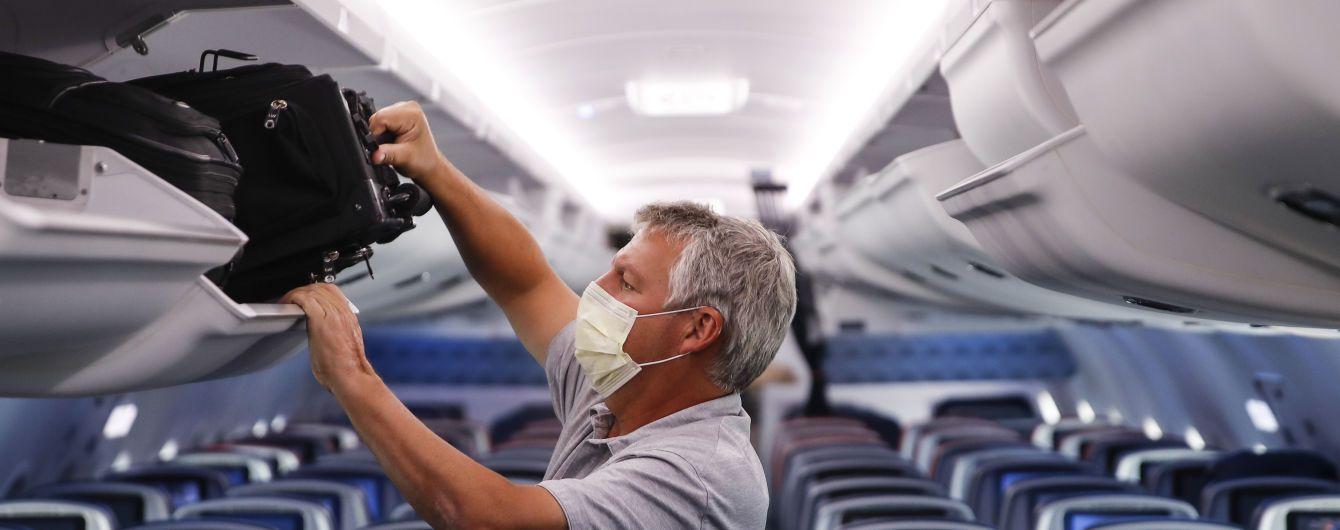 В Японии пилот посадил самолет из-за пассажира без маски