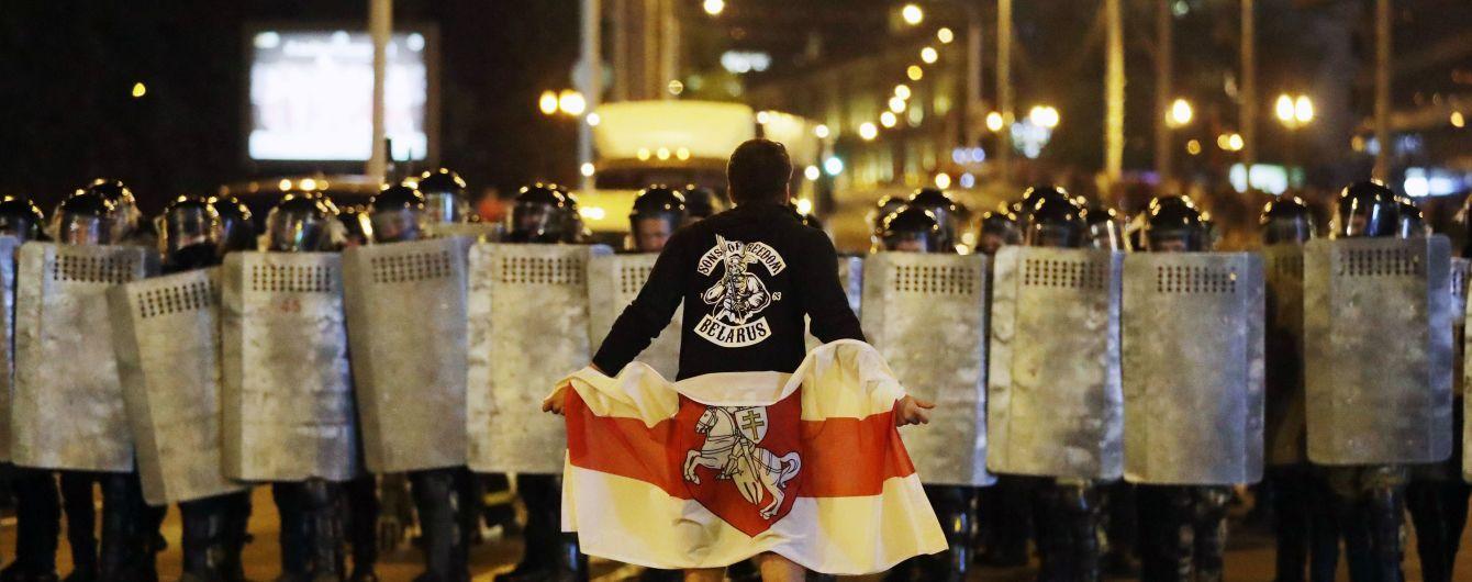 """Месяц протестов в Беларуси: почему """"задыхаются"""" митинги и каковы риски от вмешательства Москвы"""