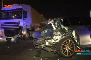 Зіткнення у столиці: на трасі в аварії зійшлися одразу три машини