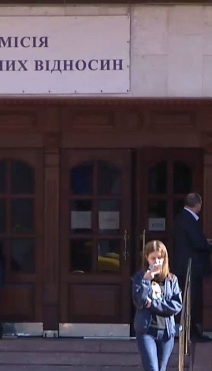 Студенти університету Шевченка розповіли про знущання професорки, яку президент нагородив орденом