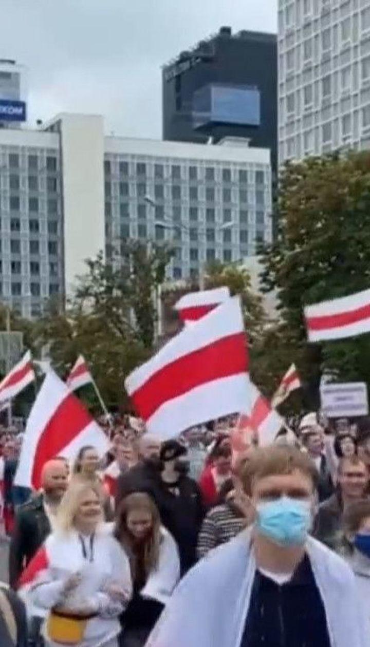 Нові затримання: у Білорусі не вщухають протести