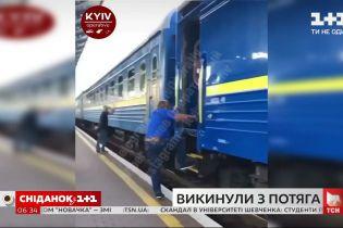"""На залізничній станції """"Київ-Пасажирський"""" чоловік ледь не потрапив під поїзд через дії провідника"""